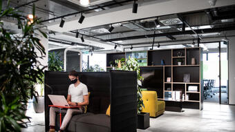Do you know what a hybrid office is? This novelty in Bratislava solves the disadvantages of working from home